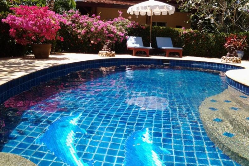 Jolie maison style thai avec piscine et jacuzzi tambon for Piscine avec jacuzzi